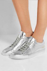 серебристая обувь common projects